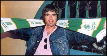 Noel Gallagher scarf