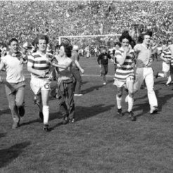 1980 cup final, players run to stand