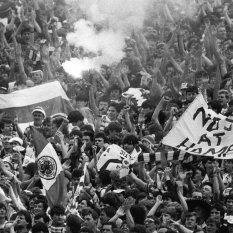 1985 cup final flares