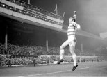 Bobby Murdoch v Leeds celebrates