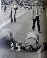 Lisbon 67 Fans kissing the pitch