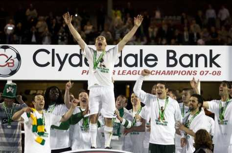 Scott Brown celebrates league title at Tannadice