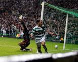 Scott McDonald celebrates v AC Milan