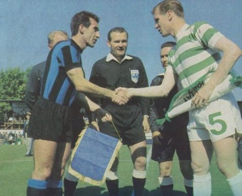 Billy McNeill Lisbon 67  Captains shake hands, pennant