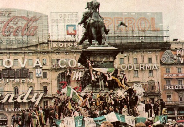 MILAN 1970   Celtic fans in the square and banners