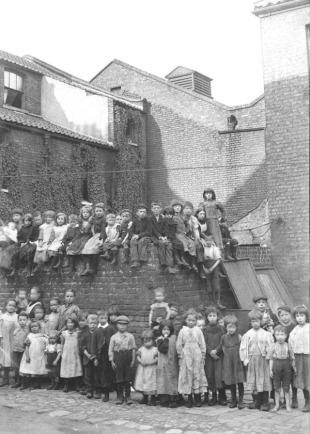 Spittalfield Kids Photo Pooles Square Quaker Street