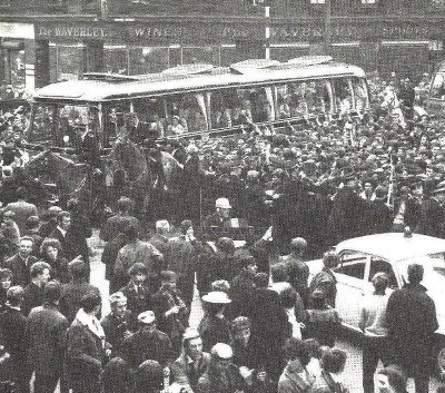 celtic-team-bus-1965-at-the-waverley-bar-bridgeton