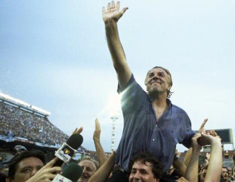 Merlo celebrates 2001